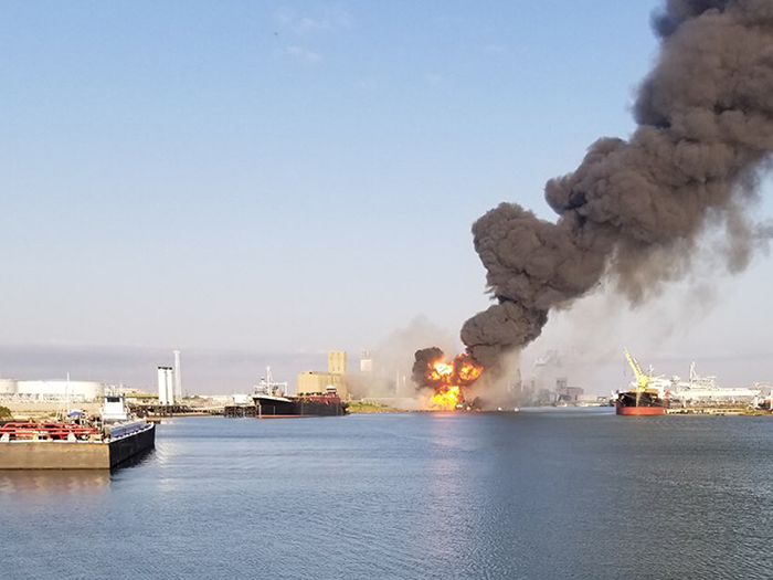 Dredge strikes gas pipe in USA